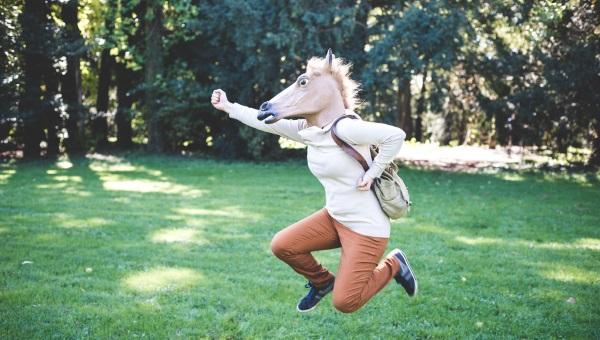 covjek s konjskom glavom skace zasto nitko ne zna